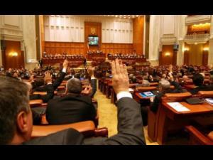 """Cătălina Bozianu: """"Săptămâna parlamentară a avut două momente-cheie: votul asupra eliminării pensiilor speciale și asumarea răspunderii Guvernului pe alegerea primarilor în două tururi de scrutin"""". Vezi aici cum a votat deputatul PMP!"""