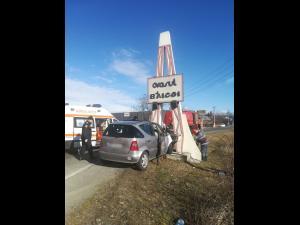 FOTO Trei persoane au fost rănite în urma unui accident produs la intrarea în Băicoi