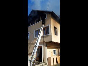 FOTO/VIDEO: Incendiu la casa parohiala din comuna Posesti