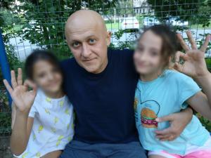 Medicii din Turcia ii dau o sansa unui prahovean, tata a doua fetite, care se lupta cu cancerul de aproape un an. Victor trebuie sa faca urgent o operatie pentru care are nevoie de bani. Afla cum il poti ajuta!