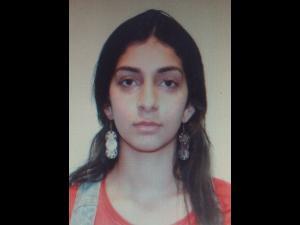 UPDATE Alertă la nivel național/O tânără de 17 ani, căutată de polițiști după ce a fost urcată cu forța într-o mașină