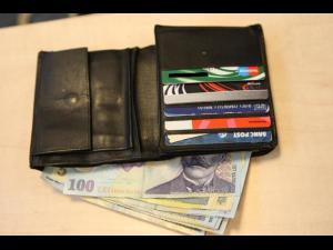 A furat un portofel chiar din salonului unui spital