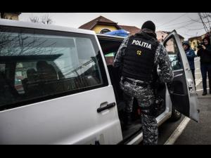 Arme neletale, muniție și articole pitotehnice ridicate în urma unor percheziții făcute în Ploiești și județul Timiș