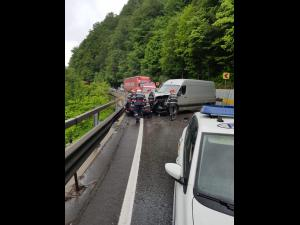 FOTO UPDATE Accident în Comarnic, pe DN 1