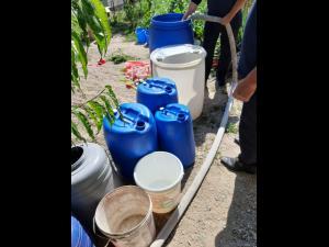 Locuitorii din Apostolache au apă de la pompieri