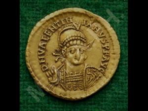 Trei monede de aur tip solidus fac parte din colecția de numismatică a Muzeului Judeţean de Istorie şi Arheologie Prahova