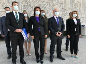 VIDEO: PMP Prahova a depus astazi dosarele candidatilor pentru alegerile parlamentare. Catalina Bozianu, prima pe lista pentru Camera Deputatilor, iar Adrian Pitigoi primul pentru Senat
