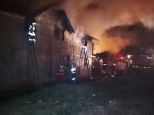 FOTO/VIDEO: Incendiu la o casa din Urlati
