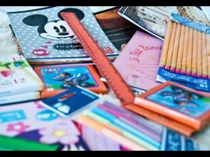 ISJ Prahova cumpără peste 4300 de pachete cu rechizite școlare pentru elevii săraci