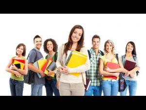 Opt universități organizează 20 de programe de vară de tip punte dedicate liceenilor