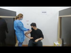 FOTO/VIDEO: Cel mai tanar roman s-a vaccinat in aceasta seara la Ploiesti