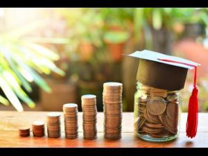 Burse școlare din bugetul de stat - premieră în sistemul de învățământ preuniversitar