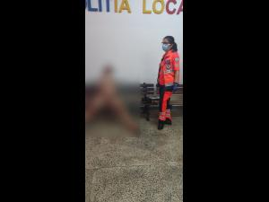 O tânără prahoveancă s-a plimbat goală, pe o stradă din Constanța/Nu e prima oară