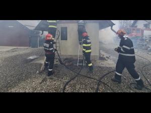Incendiu la o casa din Sangeru