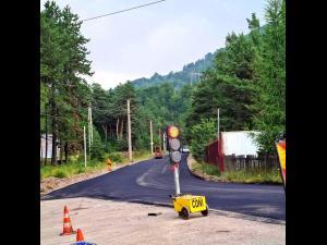 FOTO: Se asfalteaza DJ 102 I, la Valea Doftanei