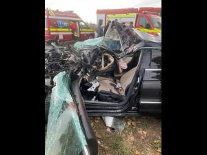 FOTO Un șofer, scos dintre fiare în urma unui accident produs pe DN 1D