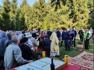 """VIDEO Catapeteasma Bisericii """"Sfinţii Apostoli Petru şi Pavel"""" din Ploiești a fost sfințită"""