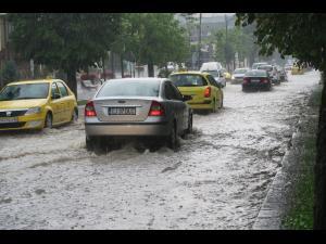 Politia Prahova: cum trebuie sa conducem cand ploua sau ninge