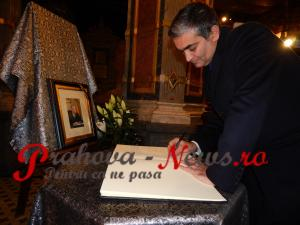 Ce a scris primarul orașului Sinaia, Vlad Oprea, în cartea de condeleanțe deschisă la Castelul Peleș pentru Regele Mihai - FOTO