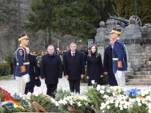 Reprezentantii Primariei Comarnic s-au numarat printre cei care au dus o coroana Regelului Mihai I, la Castelul Peles