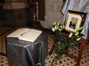 Carte de condeleante in memoria Regelului Mihai I la Catedrala ˝Sfântul Ioan Botezătorul din Ploiesti