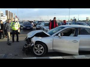 Polițiștii prahoveni au derulat o activitate de informare cu privire la riscul producerii de accidente de circulație, în parcarea unui mall din Ploiești