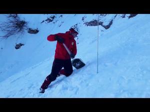 VIDEO - O nouă zi de căutări fără succes s-a încheiat, în Bucegi! Salvamontiștii nu au dat de tânărul disparut, sâmbătă, dupa o avalanșă