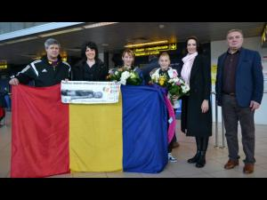 Denisa Stoian, gimnasta CSM Ploieşti, a revenit in tara. Cine a asteptat-o