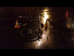 VIDEO - Biciclist lovit de o masina, pe o strada din Ploiesti