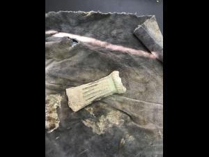 FOTO - Un topor din bronz, cu o vechime de 3500 ani, gasit in Baicoi