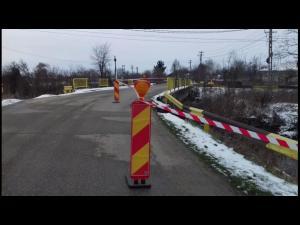 Se asteapta bani de la Guvern pentru reabilitarea zonei podului unde s-a produs alunecarea de teren, la Rîfov