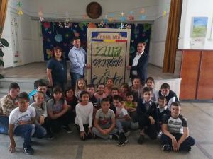 Elevii din Baicoi au realizat o carte de doi metri!