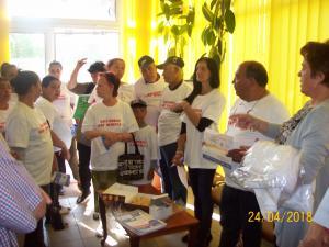 Vaccinarea, promovata in cadrul unei comunitati defavorizate din Campina - FOTO