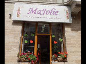 Florăria MaJolie vă așteaptă cu buchete, aranjamente florale și coronițe pentru finalul de an școlar! - VIDEO/FOTO