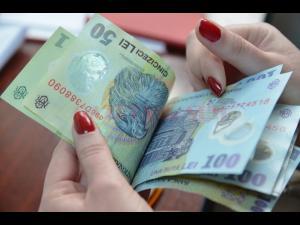 Unde poti plati mai nou taxele aferente eliberării pașapoartelor simple, certificatelor de înmatriculare și a permiselor de conducere