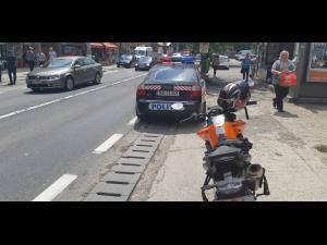 Un motociclist, amendat pentru ca nu a acordat prioritate autospecialelor