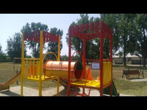 SGU Ploiesti continuă recondiţionarea obiectelor de joacă şi mobilier urban - FOTO