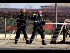 Opt subofițeri de la Scoala de Pompieri din Boldesti, la ISU Buzau
