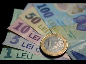 """114 milioane euro fonduri europene pentru educație, prin """"Bani de liceu"""" și """"Bursa profesională"""""""
