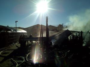 Incendiul la depozitul de imbracaminte din Campina, provocat de o tigara