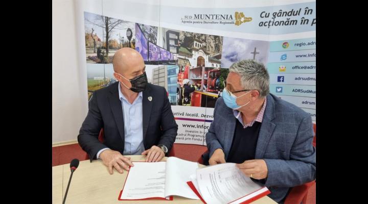 Primarul din Câmpina a semnat primul contract de finanțare cu fonduri europene, după deblocarea acestora/Se ridică o grădiniță