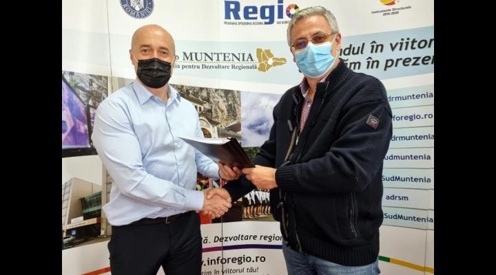 """Primarul Alin Moldoveanu a semnat contractul de finanțare europeană pentru modernizarea dar și  construirea unei săli de sport la Școala """"B.P. Hasdeu"""" Câmpina"""