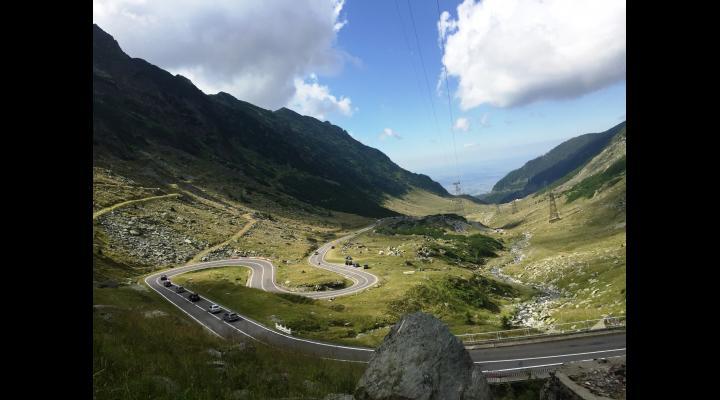 Circulația rutieră pe Transfăgărășan, între Piscul Negru și Bâlea Cascadă, deschisă/În zonă sunt urși