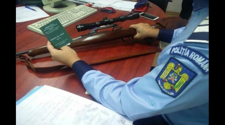 Ploieștean de 70 de ani, prins cu un pistol de autoapărare pentru care avea permisul expirat