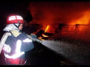 Incendiu la o fabrică de mobilă din Ploiești