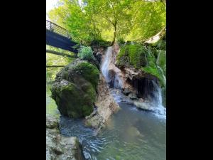 De ce s-a prăbușit Cascada Bigăr, una dintre cele mai populare destinații turistice  din România