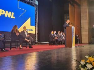 Iulian Dumitrescu, reales in functia de presedinte PNL Prahova. La conferinta a participat si Ludovic Orban