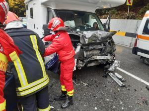 FOTO Grav accident pe Posada/Trei persoane, încarcerate