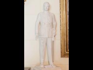Statuia Regelui Mihai I va fi dezvelita, luni, la Sinaia