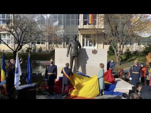 100 DE ANI DE LA NAȘTEREA REGELUI MIHAI I AL ROMÂNIEI, eveniment marcat la Sinaia prim dezvelirea unei statui a suveranului